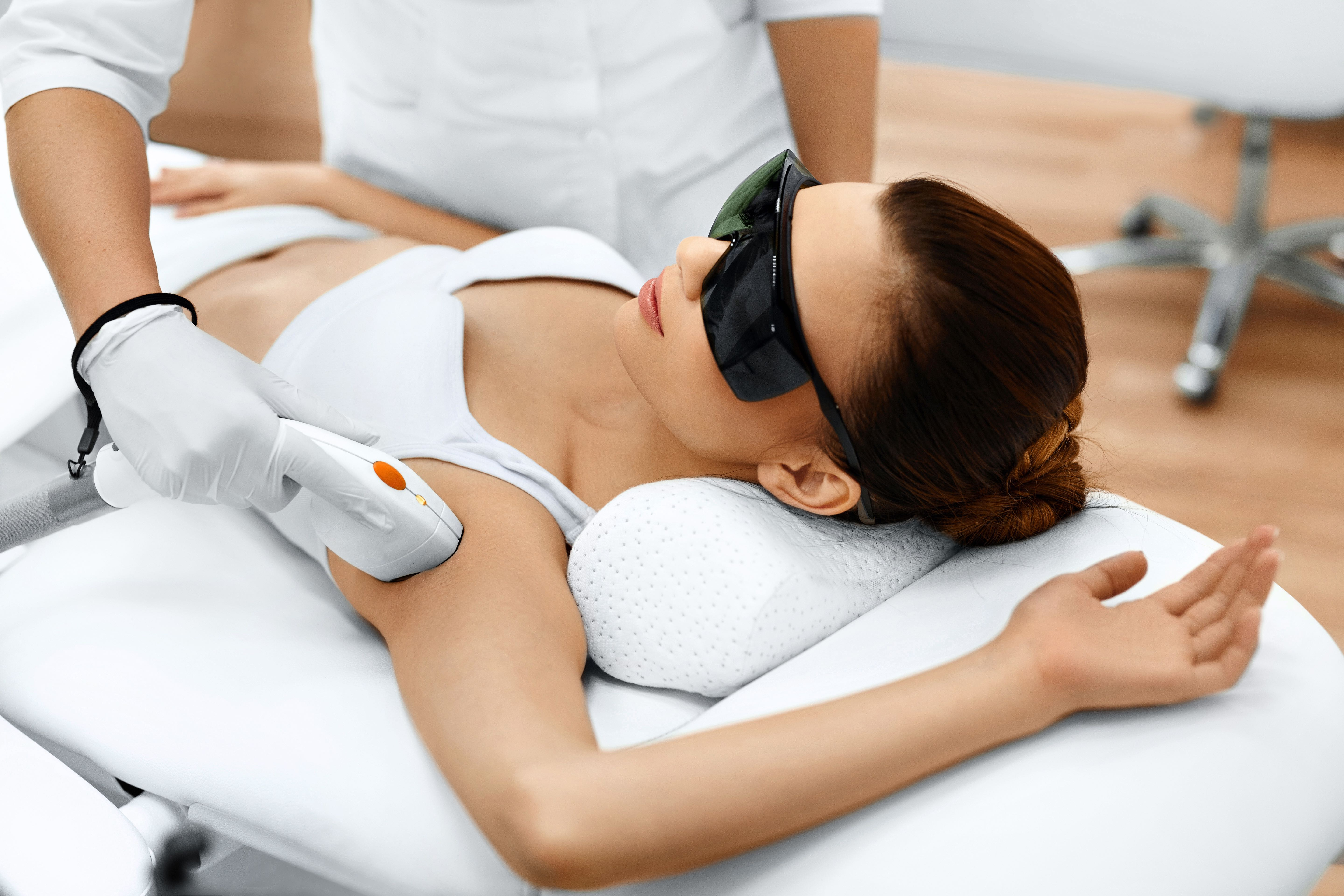 Laser technician at IGBeauty using LightSheer Duet laser on patient